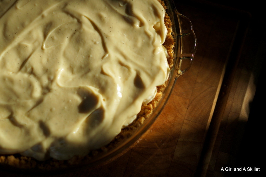 Filling Banana Cream Pie